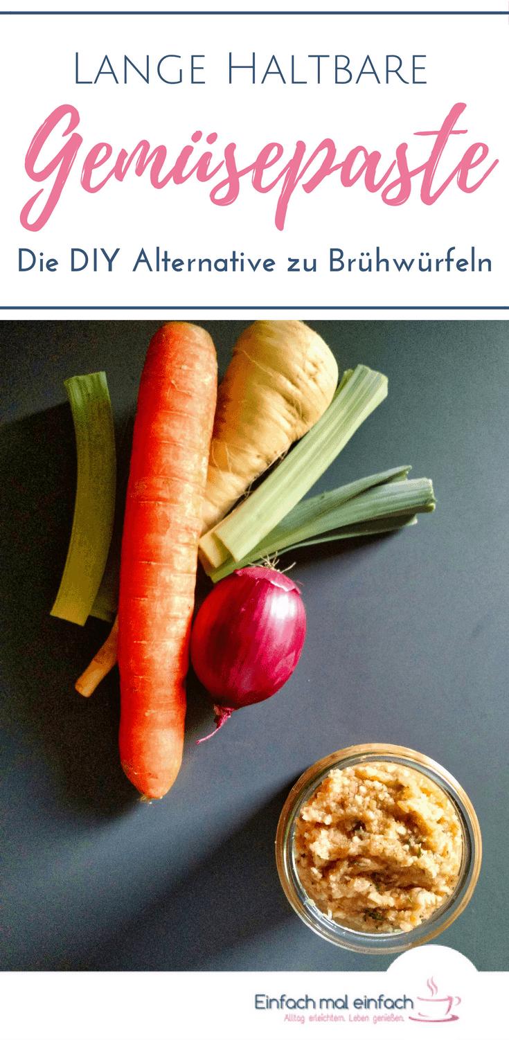 Eine Gemüsebrühe lässt sich ganz leicht ohne Hefeextrakt und dafür mit viel echtem Gemüse herstellen - und lange lagern! Mit dieser selbstgemachten Gemüsepaste kannst Du gekörnte Brühe komplett ersetzen und Instant Brühe in Sekunden zaubern. Das ganze geht nicht nur im Thermomix, sondern auch im Foodprocessor oder Mixer und ohne langes Trocknen. #Thermomix #Gemüsepaste #Würzpaste