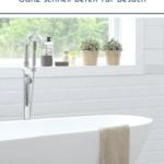 """Sauberes Bad mit Badewanne und Fenster im Hintergrund. Text:""""5-Minuten Blitz-Badputz - Ganz schnell bereit für Besuch"""""""