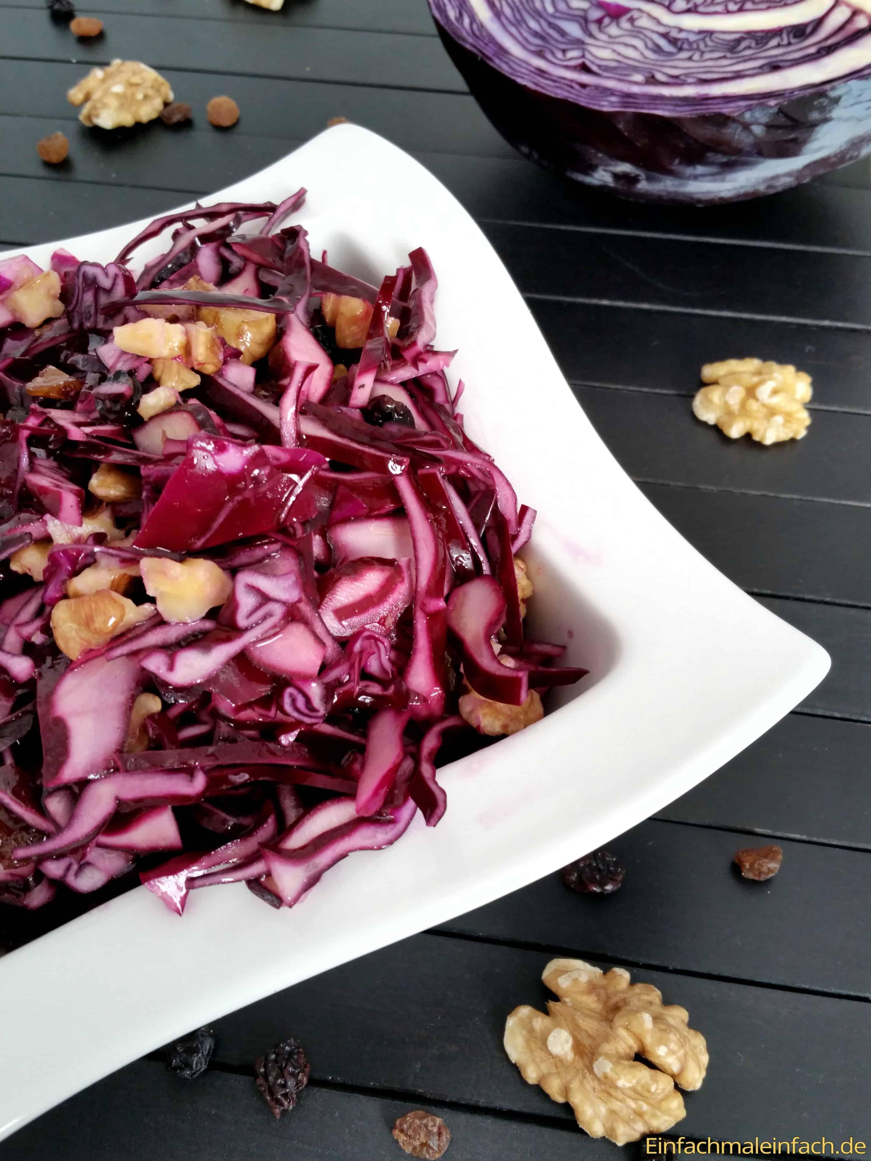 rotkohl-salat-rohkost-rosinen-walnüsse-wintersalat