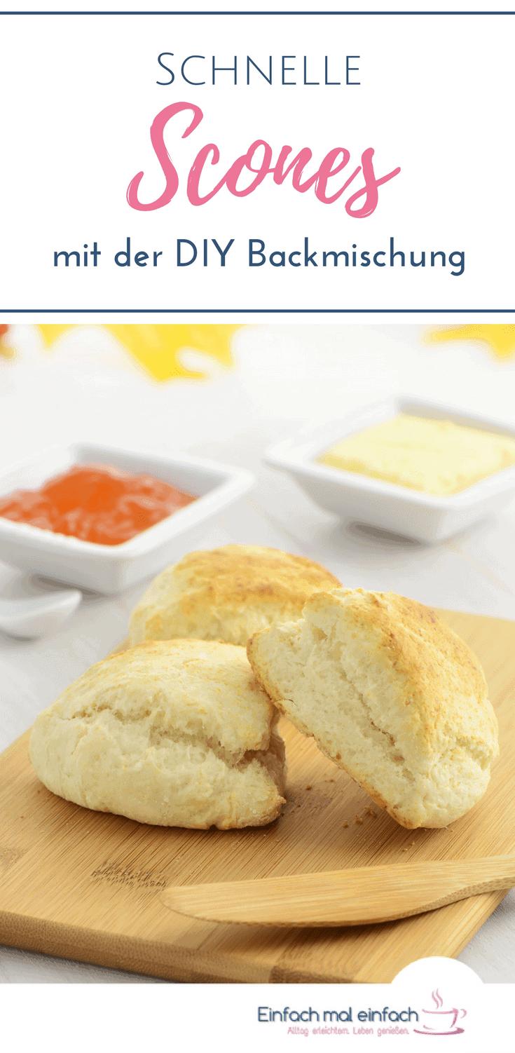 Dank der DIY Backmischung zauberst Du mit diesem Rezept schnelle Scones auf den Frühstückstisch. Herzhaft oder süß sind diese britischen Scones ohne Ei ein Genuss. #scones #schnelleküche #backen #frühstück