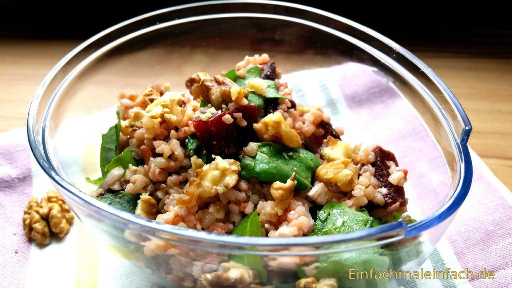 Man muss kein Fan von Roten Beeten sein, um diesen Salat zu lieben!