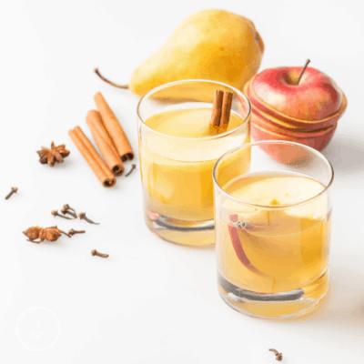 Apfeltee aus Schalen – heiß oder auf Eis