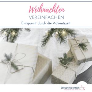 """Geschenke unter dem Weihnachtsbaum. Text:""""Weihnachten vereinfachen - Entspannt durch die Adventszeit"""""""