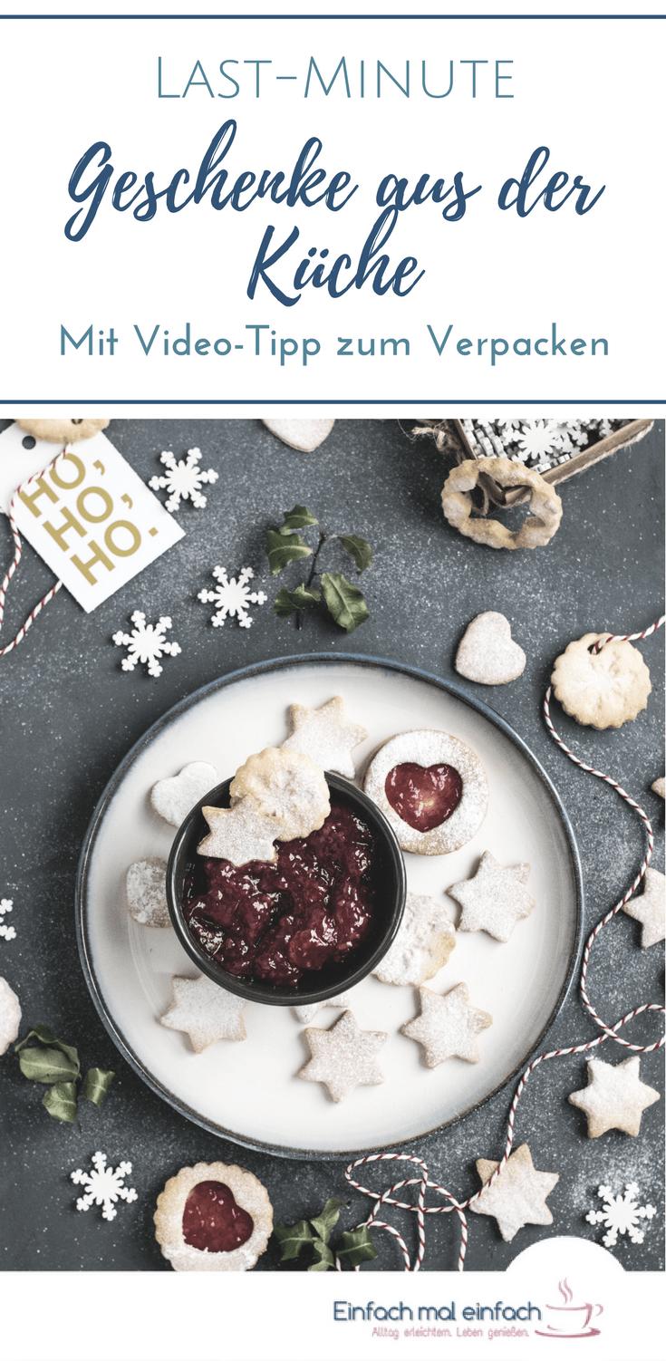 """Weihnachtlicher Teller mit Keksen und Marmelade. Text:""""Last-Minute Geschenke aus der Küche - Mit Video-Tipp zum Verpacken"""""""