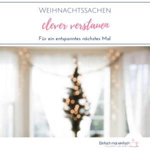"""Weihnachtsbaum verschwommen im Hintergrund. Text:""""Weihnachtssachen clever verstauen - Für ein entspanntes nächstes Mal"""""""