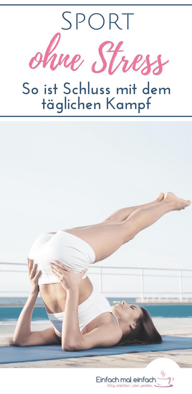 Frau in Yoga-Stellung am Pool. Text: