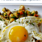 """Spiegelei auf Gemüsepfanne. Text: """"Das perfekte Spiegelei - Mit diesem Trick klappt's garantiert!"""""""