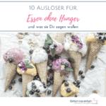 Eiscreme-Hörnchen mit bunten Kugeln, Beeren und Blüten auf hellem Untergrund. Text: