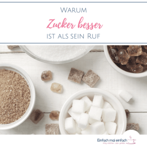 """Zucker in unterschiedlichen Formen auf hellem Untergrund. Text:""""Warum Zucker besser ist als sein Ruf"""""""