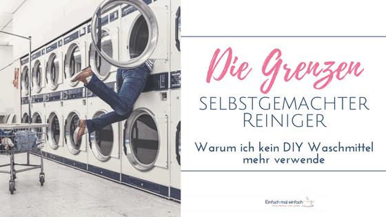 Reihe von vielen Großwaschmaschinen. Eine Frau verschwindet mit ihrem Oberkörper in einer Maschine der oberen Reihe. Text: