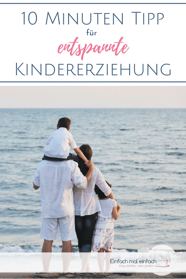 Familie am Strand. Text: