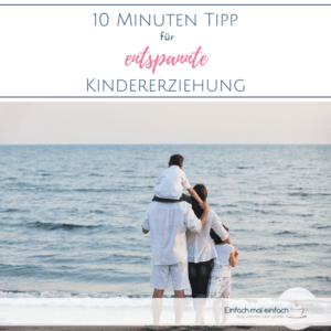 """Familie am Strand. Text:""""10 MInuten Tipp für entspannte Kindererziehung"""""""