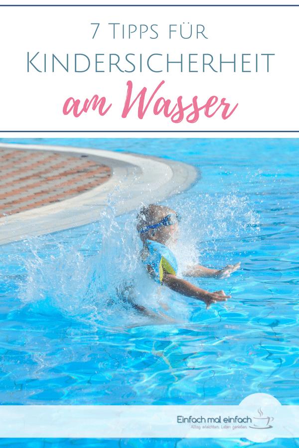 """Planschendes Kind im Pool mit Schwimmflügeln. Text:""""7 Tipps für Kindersicherheit am Wasser"""""""