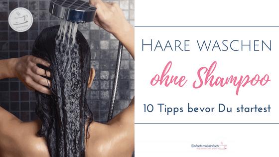 """Frau spült Haare unter der Dusche. Text:""""Haare waschen ohne Shampoo - 10 Tipps bevor Du startest"""""""