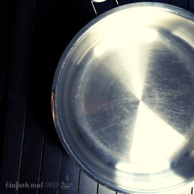 Angebrannte Töpfe natürlich reinigen – 3 Methoden ohne Schrubben